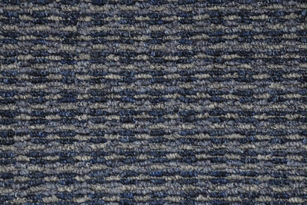82 Μπλε