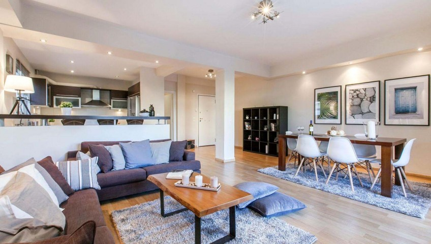 Roller Σκίασης & Χαλί Shaggy σε νέα οικία στην Γλυφάδα